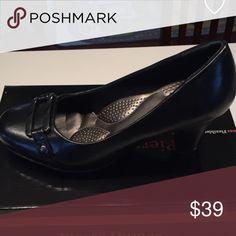 Women's Black Dress Shoe - Pierre Dumas Flexibles Great Condition - Not much wear at all!!  Size 8 Pierre Dumas Shoes Heels