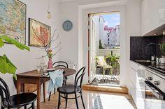 Mom and dad's table at home? Bohemian Apartment, Bohemian Interior, Scandinavian Interior Design, City Living, Studio Apartment, Apartment Ideas, Small Apartments, Kitchen Interior, Decoration