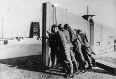 Nijmegen bridge, securing by Dutch soldiers