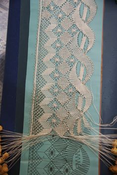 Unusual torchon with double stitch diamond, reminds me of my ya-ya! Bobbin Lace Patterns, Bead Loom Patterns, Hairpin Lace Crochet, Crochet Edgings, Crochet Motif, Crochet Shawl, Bobbin Lacemaking, Point Lace, Tatting Lace