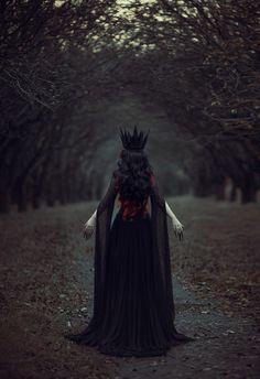 Badass look for Ren faire or Halloween!! <3 H. ---dark queen