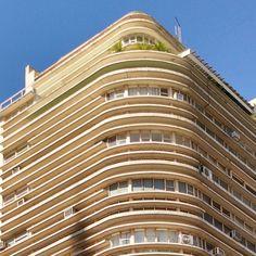 Otra esquina porteña #architecture #arquitectura #building #bâtiment #balcony #window #fenetre #instapic #instashot #instaphoto #nofilter #instarchitecture #sky #ciel #cielo #blue #bleu #lightblue...