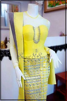 Myanmar Traditional Dress, Traditional Dresses, Junior Prom Dresses, Formal Dresses, Wedding Dresses, Short Kurti Designs, Myanmar Dress Design, Hijab Fashion, Fashion Outfits
