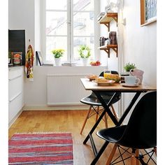 Small dining tables are great for small dining area. But out of the so many selections, do you know the right type of small dining table's shape for you? Cozy Apartment Decor, Small Apartment Kitchen, Small Apartment Decorating, Apartment Living, Apartment Ideas, Small Cozy Apartment, European Apartment, Small Condo, Cheap Apartment
