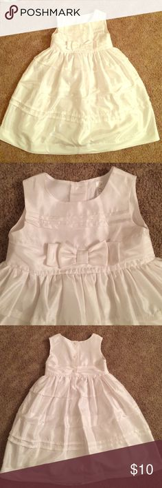 Toddler Girl White Easter Dress 🐰 This dress is in great used condition! It has a bow near the top and a slip with tulle at the bottom. Cherokee Dresses Formal