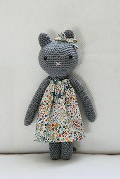 - Ideal toys for small cats Chat Crochet, Crochet Diy, Crochet Amigurumi, Crochet Bear, Crochet For Kids, Crochet Animals, Amigurumi Patterns, Crochet Crafts, Crochet Dolls