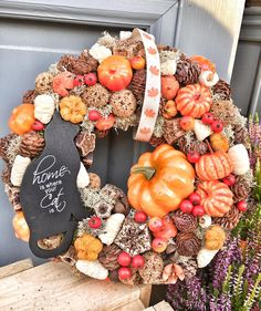 Christmas Pine Cones, Welcome Wreath, Autumn Wreaths, Fall Decor, Diy And Crafts, Floral Wreath, Christmas Decorations, Crafty, Flowers