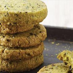 동그랗게 모양을 잡아 냉동실에 휴지시키는 방법을 사용하는 아이스박스 쿠키는 그때그때 썰어서 구워먹기에 편하고, 바삭함과 신선한 쿠키를 맛볼 수 있는 쿠키 만드는 방법 중 하나입니다.