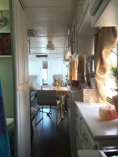 RV Remodel Done Right – 1994 Safari Continental Goes From Mold to Gold - RV Remodel -after interior remodel