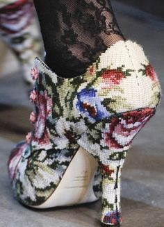 I adore the old-fashioned tailoring/cut of these strikingly beautiful needlepoint heels. #shoes #heels #needlepoint