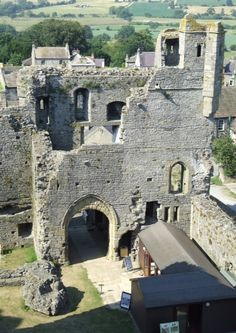 Middleham (Home to King Richard III) - Middleham Castle in Wensleydale, in the county of North Yorkshire, England, was built by Robert Fitzrandolph, 3rd Lord of Middleham and Spennithorne, commencing in 1190. It was built near the site of an earlier motte and bailey castle.