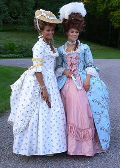 Crownprincess Victoria of Sweden and her younger sister Princess Madeleine dressed up in 18th century style gowns at their cousins birthday party.