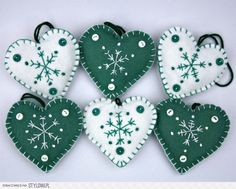 christmas crafts felt Fun And Easy Christmas Crafts To Make Christmas Crafts To Make, Felt Christmas Decorations, Felt Christmas Ornaments, Christmas Sewing, Simple Christmas, Christmas Projects, Handmade Christmas, Holiday Crafts, Christmas Hearts
