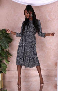 Vestido Midi estampado dálmata preto e branco - Naomi Midi Dress With Sleeves, Spring Sale, Dalmatian, Quarter Sleeve, Print Design, Trainers, Shirt Dress, Black And White, Crossbody Bag