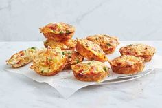 Looking for a quick lunch box snack? Our pie maker noodle vegie frittatas are a delicious way to get your daily vegies. Looking for a quick lunch box snack? Our pie maker noodle vegie frittatas are a delicious way to get your daily vegies. Mac And Cheese Muffins, Savory Muffins, Savoury Pies, Savoury Recipes, Lunch Snacks, Yummy Snacks, Easy Dinners For Kids, Just Pies, Beef Pies