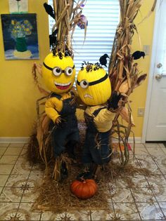 Scarecrow Minioms Minion Halloween, Halloween Town, Halloween Cosplay, Halloween Treats, Halloween Costumes, Nurse Clip Art, Halloween Floral Arrangements, Fall Deco, Trunk Or Treat