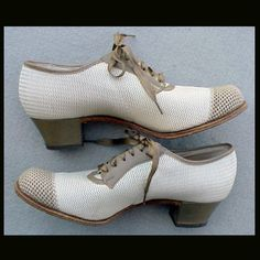 Women's Vintage Shoes 1940's - 1950s Lace up 6-1/2 N Shop Girl Heels