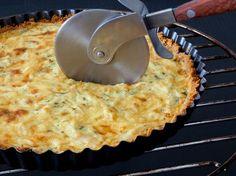 Fondant onion and goat cheese tart - entrée - Coffee Recipes Cheese Tarts, Goat Cheese, Cheese Log, Coffee Recipes, Meat Recipes, Quiches, Omelettes, Pizza Cake, Empanadas Recipe