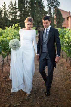 Nineties Wedding Dress Trend   Carolyn bessette kennedy, White slip ...