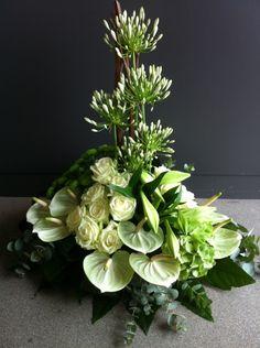 Large Flower Arrangements, Funeral Flower Arrangements, Funeral Flowers, Arte Floral, Bride Bouquets, Floral Wreath, Wreaths, Plants, Home Decor