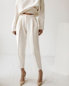 FALL Einfarbiger Herbst-Look - Faltenhose und Pullover The Power of Jewelry Article Body: History se White Outfits, Fall Outfits, Casual Outfits, Mode Outfits, Fashion Outfits, Womens Fashion, Fashion Trends, Petite Fashion, Fashion Tips