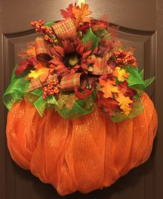 How to Burn Fat With Pumpkins This Halloween Season! Thanksgiving Wreaths, Autumn Wreaths, Holiday Wreaths, Halloween Wreaths, Wreath Fall, Fall Burlap Wreaths, Deco Mesh Pumpkin, Pumpkin Wreath, Wreath Crafts