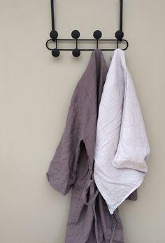 YOOK - en grymt smart och snygg hängare från Umbra som du enkelt kan hänga på en dörr eller montera på en vägg. Smart, eller hur?
