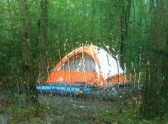 Acampar com chuva e com água dentro da barraca não é divertido! Nesse artigo sobre barracas impermeáveis, trazemos dicas para você poder acampar na chuva.
