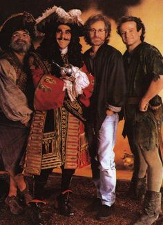 Bob Hoskins, Dustin Hoffman, Steven Spielberg & Robin Williams in Hook Hook Movie, I Movie, Movie Stars, Christopher Reeve, Hollywood Actor, Hollywood Actresses, Steven Spielberg, Cinema, Northern Lights