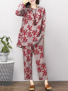 Women Vintage Printed Blouses and Loose Pants can cover your body well, make you more sexy, Newchic offer cheap plus size fashion tops for women. Simple Pakistani Dresses, Pakistani Fashion Casual, Pakistani Dress Design, Stylish Dresses For Girls, Casual Dresses, Frock Fashion, Fashion Outfits, Night Suit For Women, Fancy Dress Design