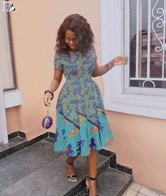 The complete pictures of latest ankara short gown styles of 2018 you've been searching for. These short ankara gown styles of 2018 are beautiful Latest Ankara Short Gown, Ankara Short Gown Styles, Trendy Ankara Styles, Short Gowns, African Print Dresses, African Print Fashion, Africa Fashion, African Fashion Dresses, African Dress