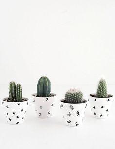 DIY- Mini Patterned Plant Pots - kleine Mini-Blumentöpfe für Kakteen gestalten.