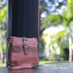Fasina, sling bag dengan dua ruang serta ornamen gesper emas pada penutup tas. Detai tas : • Warna Pink • Ukuran 20*24 cm • Harga 169,000  Order via : Website : www.lesfemmes.co.id SMS / WA : 081284789737 Email : care@lesfemmes.co.id  Happy shopping!