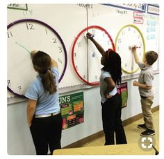 ⏰Race the Clock⏰ This was a fun activity for my kiddos. I would shout out a time and whoever illustrated it correctly gained a point for their team. We used ⭕hula hoops⭕ to portray the clock outline. 2nd Grade Classroom, Math Classroom, Kindergarten Math, Future Classroom, Classroom Themes, Year 3 Classroom Ideas, Reading Corner Classroom, Classroom Clock, Classroom Organization