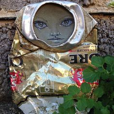 UK-based street artist My Dog Sighs is one of the founders of Free Art Friday which promotes the idea of leaving out on the streets in random places for passers-by to take home. 3d Street Art, Street Artists, Art Uk, Boy Art, Chalk Art, Art Education, Cool Pictures, Art Projects, Graffiti