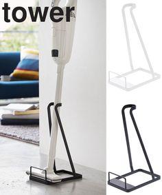 置き場所に困るスティッククリーナーをスリムに立てて収納。。【山崎実業】 tower スティッククリーナースタンド タワー 【リビング】 【掃除機】 【掃除機立て】 【収納】【立ち置き】 Custom Pillows, Decorative Pillows, Vacum Cleaner, Iron Wire, Living Room Tv, Housekeeping, Tower, Room Decor, Home Appliances