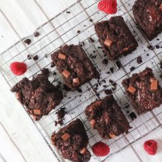 When you're downie, eat a brownie 🍫🤷🏽♀️ Can't go wrong with a piece of these vegan chocolate brownies with raspberries on top ❤️💚 ⠀⠀⠀⠀⠀⠀⠀⠀⠀⠀⠀ SWIPE - FOR THE RECIPE 👉🏼 ⠀⠀⠀⠀⠀⠀⠀⠀⠀⠀⠀ #veganebrownies #veganbaking #schokotraum #veganbacken #schokobrownies #foodphotography #veganerezepte #healthybaking #gesundessen #foodblogger_de #kuchenliebe #soyummy #healthcare #fitnessmood #foodinspiration #yogacommunity Vegan Chocolate Brownies, Healthy Baking, Food Inspiration, Raspberry, Food Photography, Eat, Desserts, Recipes, Blog