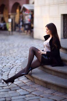 Tights And Heels, Sheer Tights, Black Tights, Great Legs, Nice Legs, Beautiful Legs, Beautiful Women, Frauen In High Heels, Pantyhose Outfits