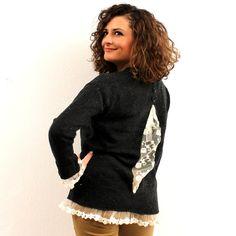 Πλεκτό πουλόβερ σε σκούρη γκρι απόχρωση με εκρού δαντέλα στα τελειώματα,στα μανίκια και πίσω στη πλάτη.  Ψηλά πίσω στη πλάτη έχει 4 διακοσμητικά γκρι κουμπάκια.  Η γραμμή του είναι χαλαρή.  Είναι one size.  Μήκος 58cm  50%viscose,38%polyester,12%wool $54.00 Sequin Skirt, Sequins, Pullover, Grey, Skirts, Vintage, Tops, Women, Fashion