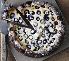 Klassikeren fra Amerika, cheese cake med blåbær, har alt det, der hører sig en dessert til: Den er sød, cremet, syrlig og med en knasende sprød bund.