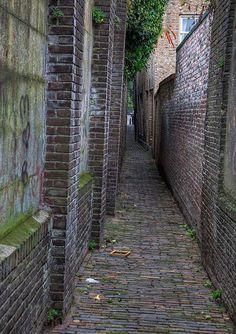 Dordrecht alley , Zakkedragersstraatje? Flickr - Photo Sharing!