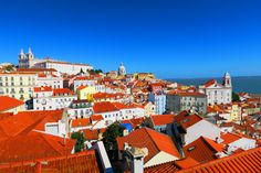Tutte le informazioni su come Organizzare un viaggio a Lisbona low cost, dalla prenotazione del volo a le tappe imperdibili della città!