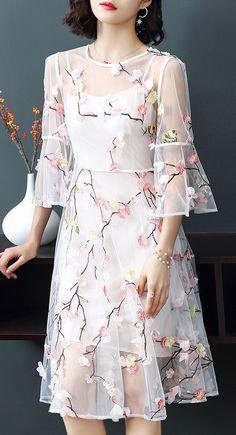 Elegant Floral Mesh O-Neck Flare Sleeve Big Hem Skater Dress