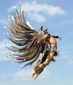 Hombre azteca con gran penacho