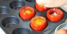 Elle casse des oeufs dans des tomates et ajoute quelques ingrédients! Sa recette…