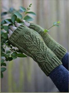 Ravelry: Verdure Mitts pattern by Alana Dakos << knitting fingerless leaf leaves foliate organic Fingerless Gloves Knitted, Knit Mittens, Knitting Socks, Hand Knitting, Knitting Patterns, Crochet Patterns, Mittens Pattern, Wrist Warmers, Knitting Accessories