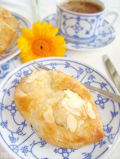 Almond Danish Pastry by DolceDanielle - Nigella Danish Recipe Just Desserts, Dessert Recipes, Yummy Treats, Yummy Food, Sweet Treats, Tasty, Bread And Pastries, Danish Pastries, Breakfast Pastries