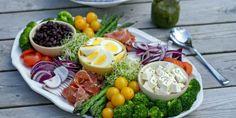 Middagssalat – Berit Nordstrand Cobb Salad, Brunch, Food And Drink, Health Fitness, Healthy Recipes, Healthy Food, Cheese, Kitchens, Healthy Foods