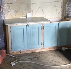 Ett kök av återbruk | Johanna Bradford Bradford, Woodworking, Cabinet, Storage, Interior, Furniture, Home Decor, Clothes Stand, Purse Storage