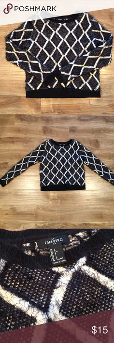 Adorable diamond print black/white sweater Adorable diamond print black/white sweater. Slight shag in the black threads. Very warm! Like new! Forever 21 Sweaters Crew & Scoop Necks